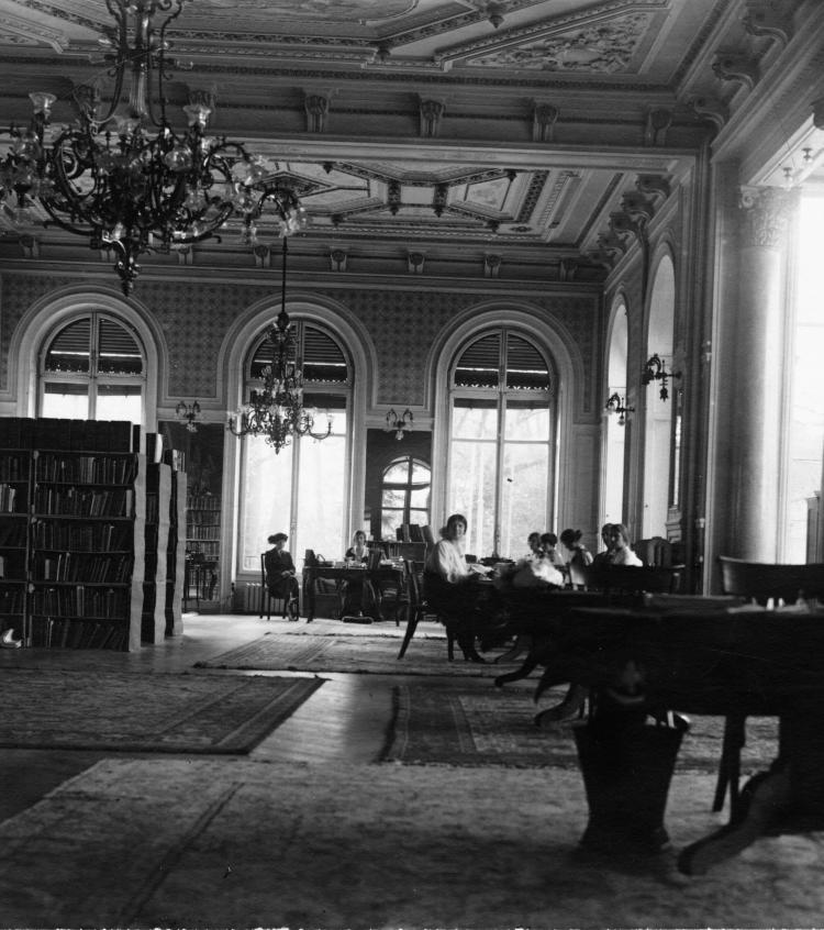 Main Library Room, Palais Wilson - Copyright A. Frankl, Berlin W. 50 Augsburgerstrasse 45